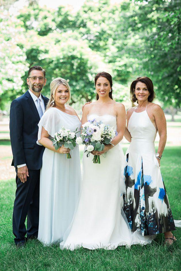 realxed-backyard-wedding-blue-wildflowers06