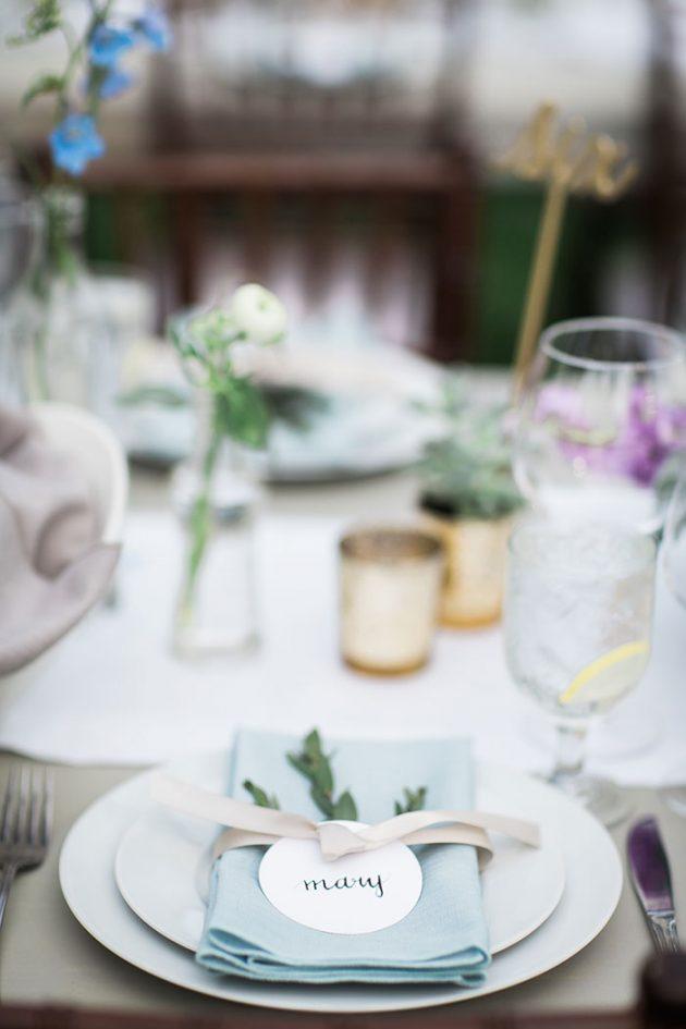 realxed-backyard-wedding-blue-wildflowers14
