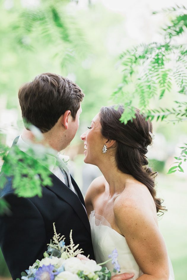 realxed-backyard-wedding-blue-wildflowers26