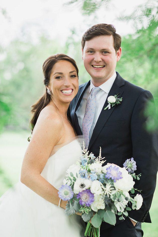 realxed-backyard-wedding-blue-wildflowers27