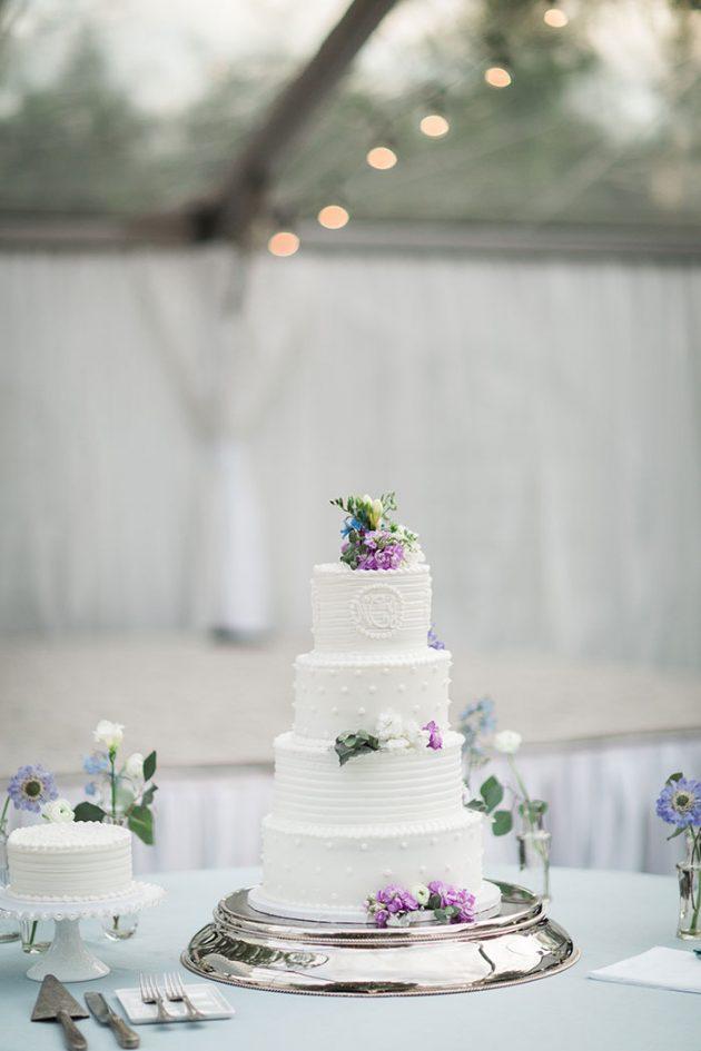 realxed-backyard-wedding-blue-wildflowers38