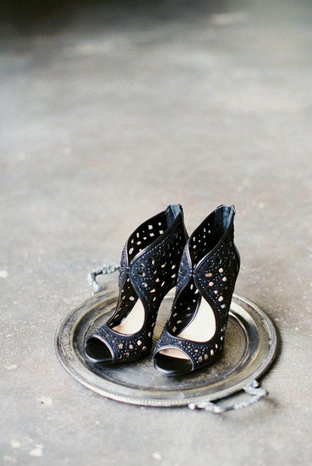 black-white-industrial-feminine-elegant-classic-wedding-inspiration08