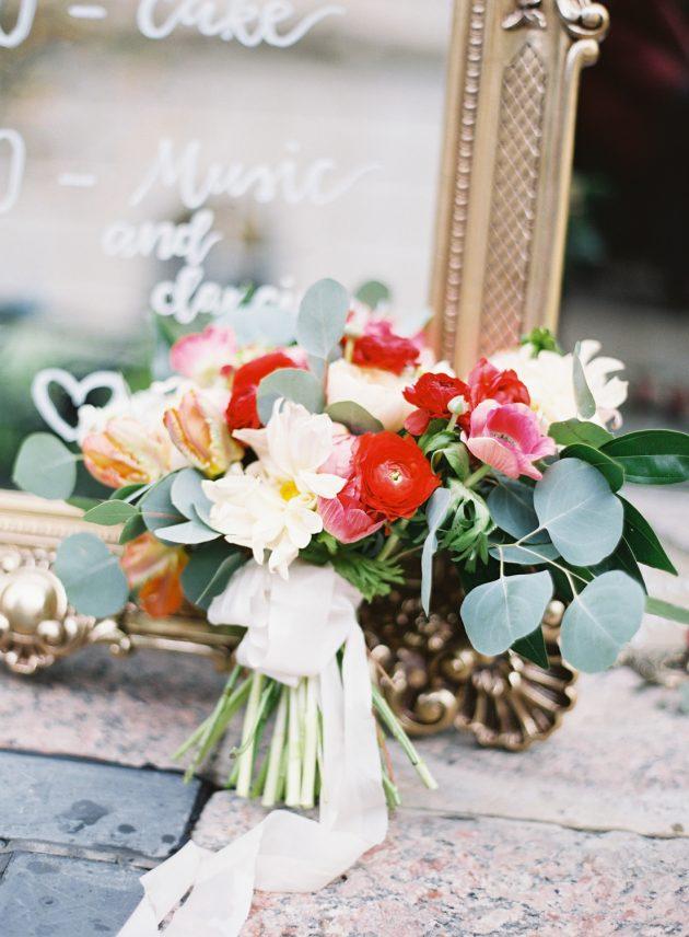 lush-blue-white-inspiration-shoot-elegant-garden-wedding07