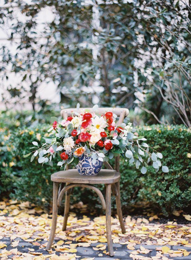 lush-blue-white-inspiration-shoot-elegant-garden-wedding10