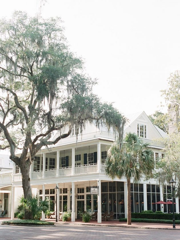 palmetto-bluff-lowcountry-wedding-classic-spring-flowers-southern-inspiration56