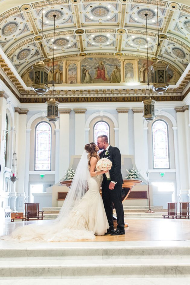 san-francisco-city-hall-royal-glam-romantic-wedding10