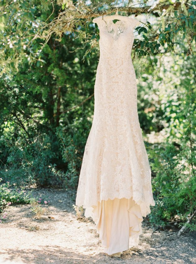camp-lucy-sacred-oaks-rustic-floral-wedding-inspiration00