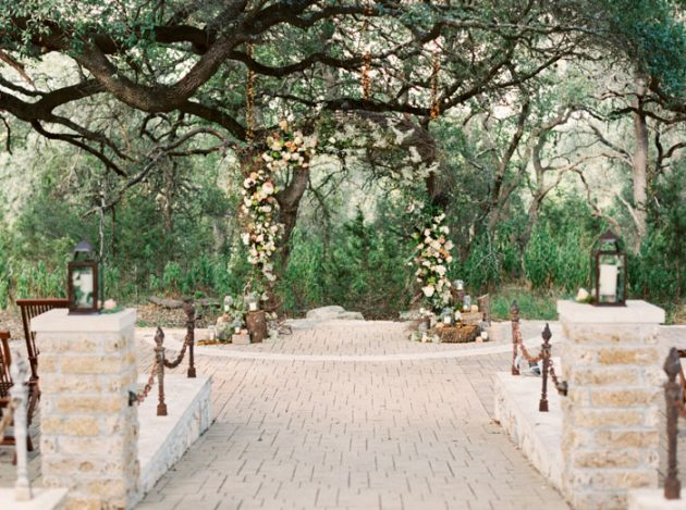 camp-lucy-sacred-oaks-rustic-floral-wedding-inspiration33