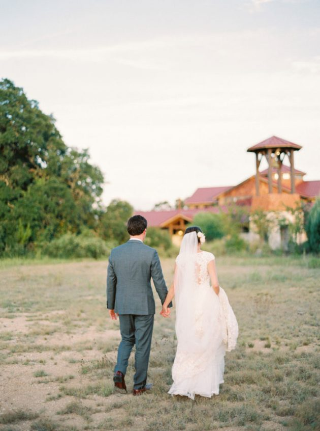 camp-lucy-sacred-oaks-rustic-floral-wedding-inspiration59