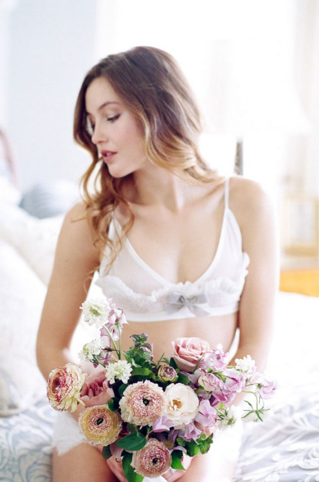 european-boudoir-inspiration-wedding-shoot-lavender-roses20