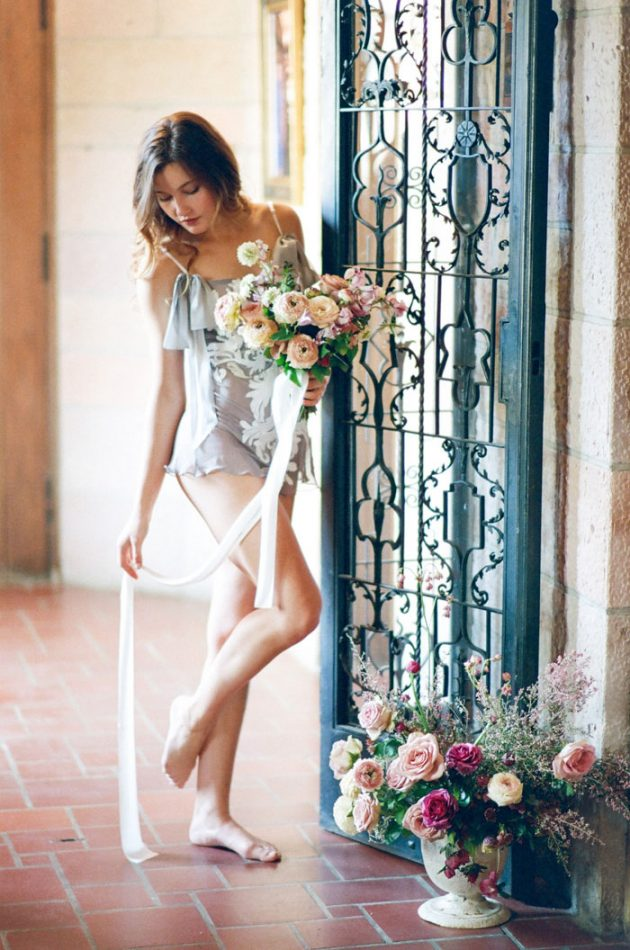 european-boudoir-inspiration-wedding-shoot-lavender-roses27