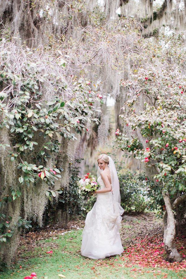 low-country-outdoor-wedding-charleston-spring-floral20