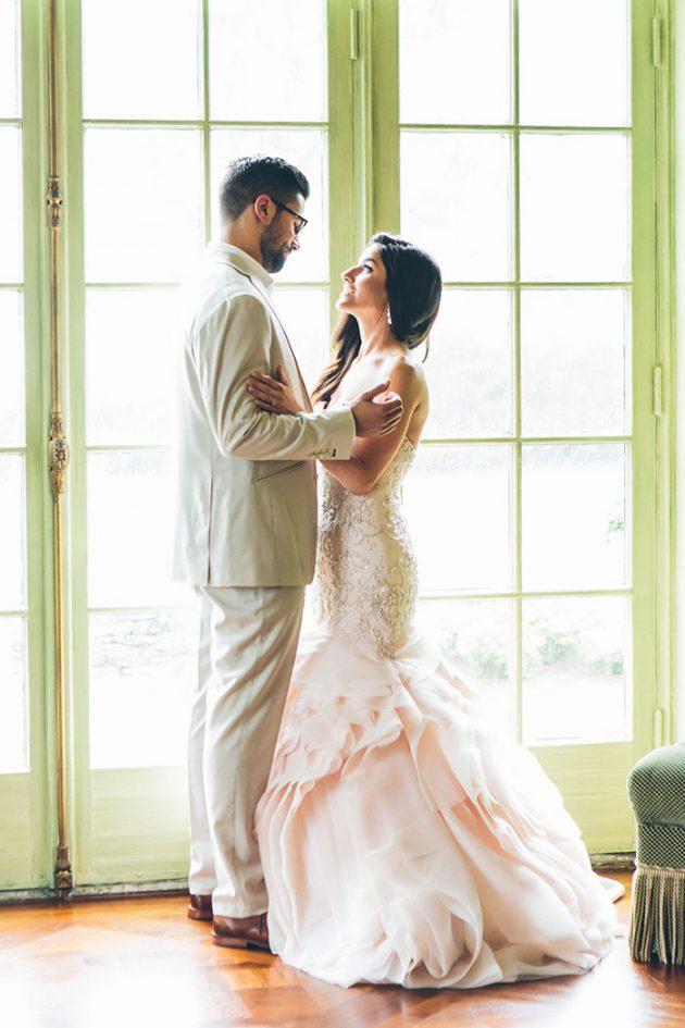 new-york-traditional-elegant-twist-floral-wedding-inspiration-blush-gown12