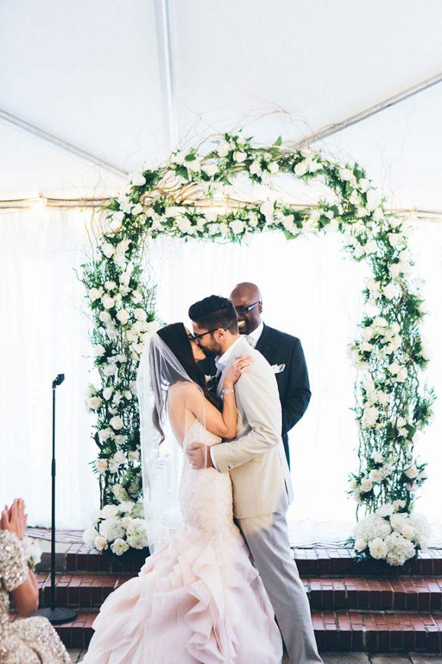 new-york-traditional-elegant-twist-floral-wedding-inspiration-blush-gown27