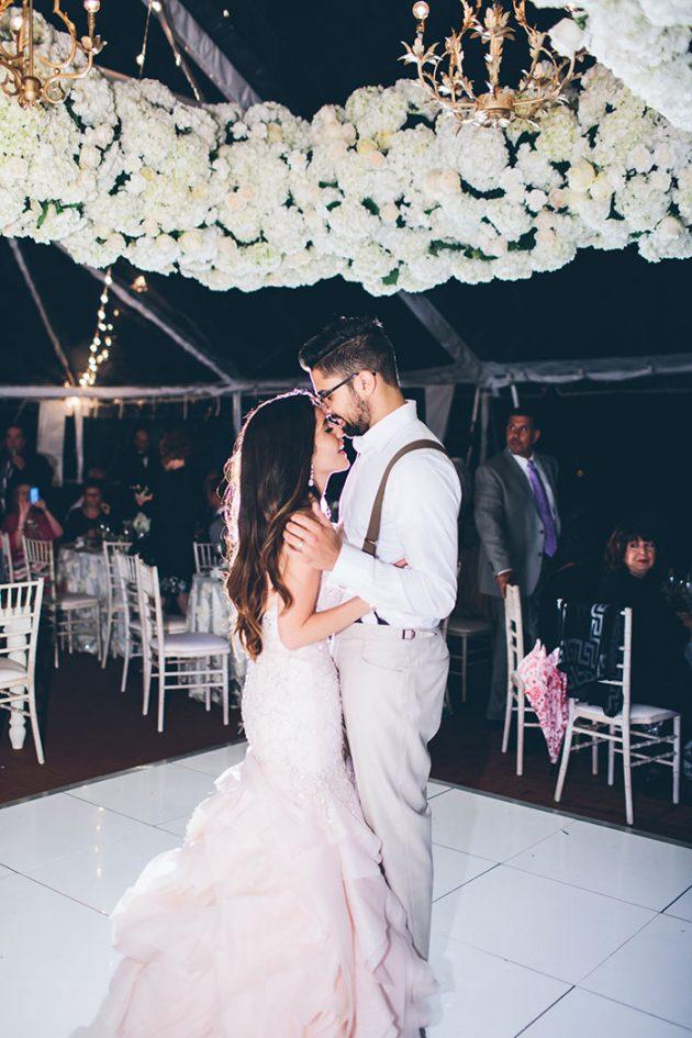 new-york-traditional-elegant-twist-floral-wedding-inspiration-blush-gown51