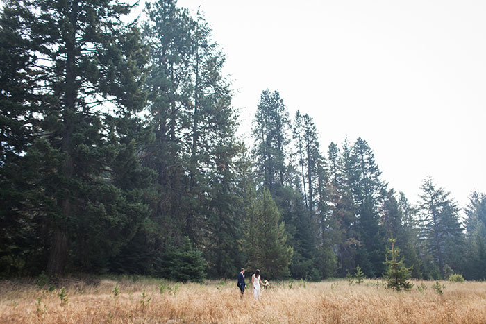 pine-river-ranch-washington-rustic-forest-blue-wedding-inspiration07