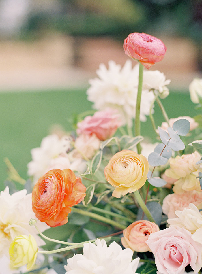 garden-ranunculus-peach-fresh-timeless-inspiration-shoot19
