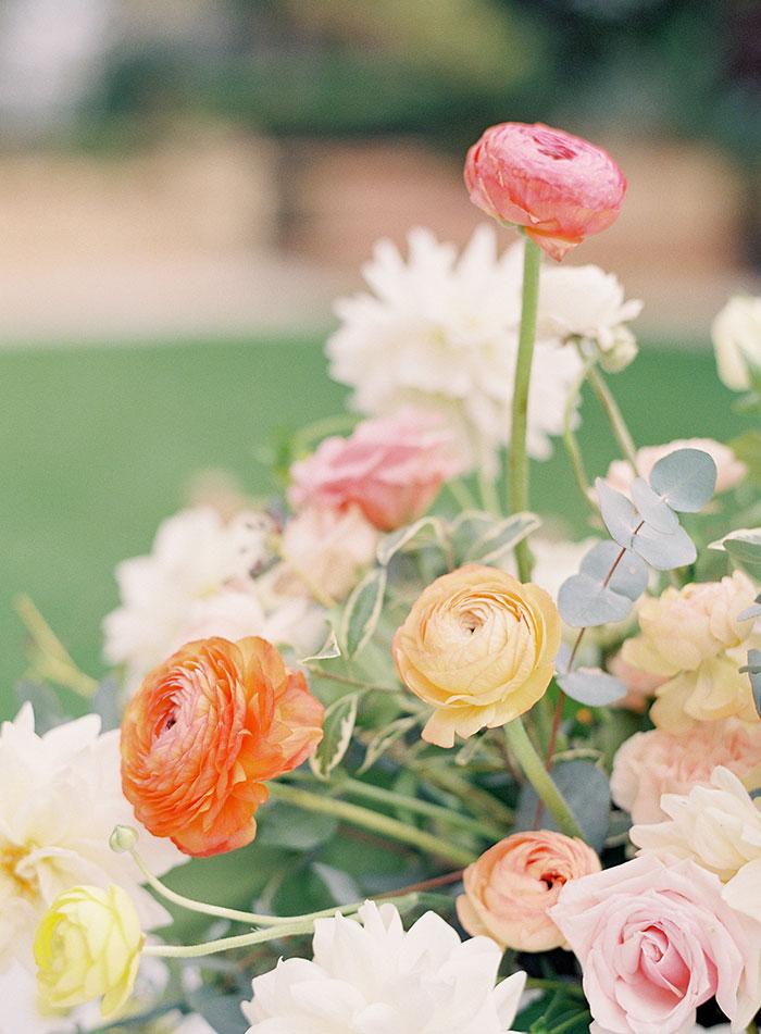 garden-ranunculus-peach-fresh-timeless-inspiration-shoot19