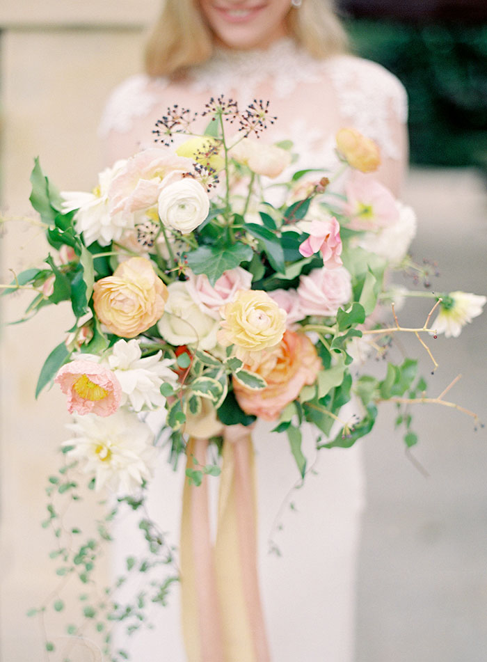 garden-ranunculus-peach-fresh-timeless-inspiration-shoot24