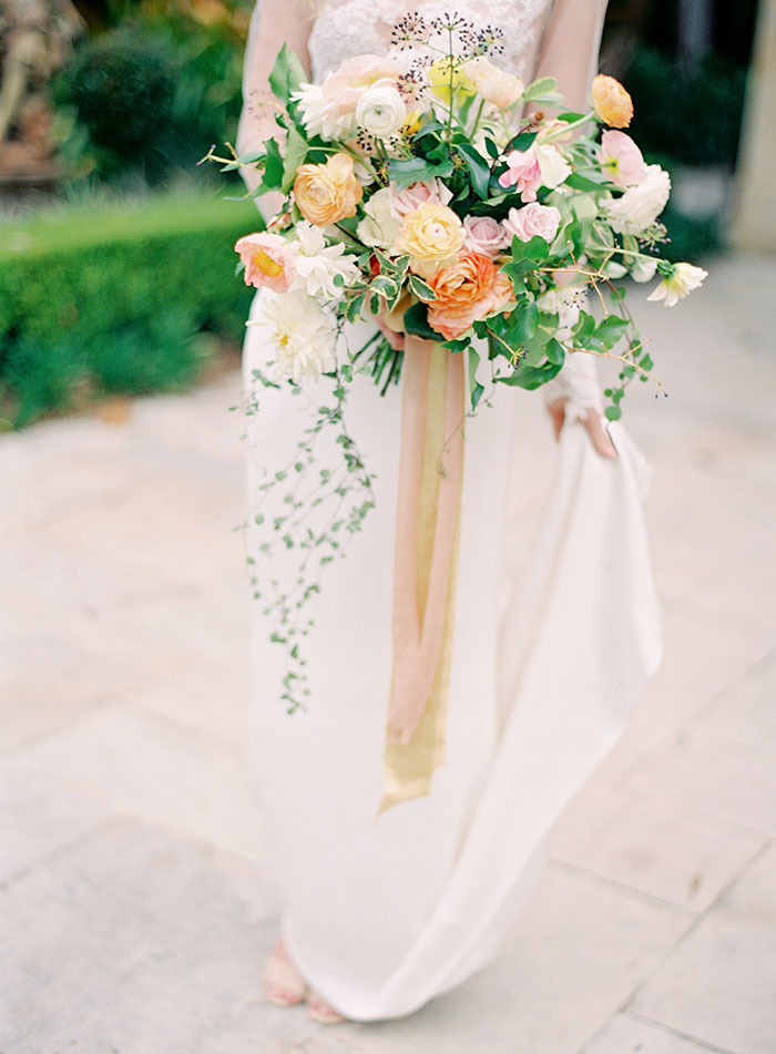 garden-ranunculus-peach-fresh-timeless-inspiration-shoot29