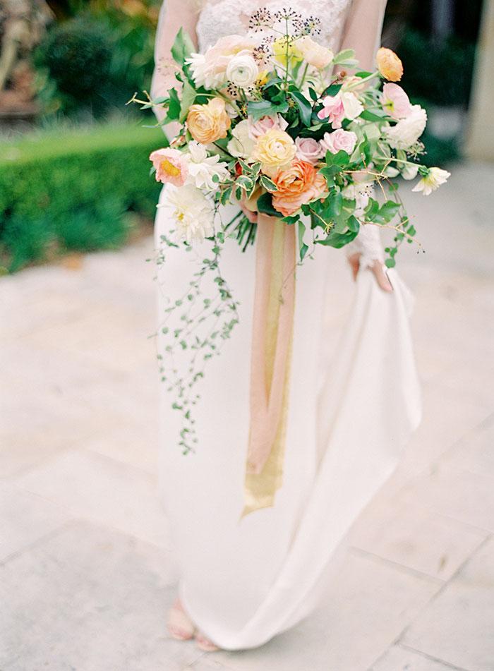garden-ranunculus-peach-fresh-timeless-inspiration-shoot29