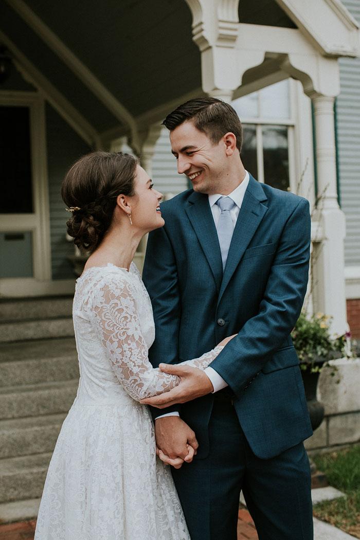 new-hampshire-backyard-vintage-colorful-wedding-inspiration04