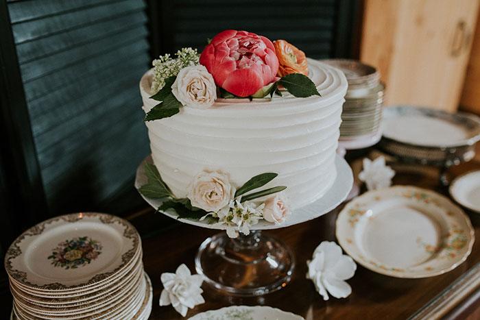 new-hampshire-backyard-vintage-colorful-wedding-inspiration14