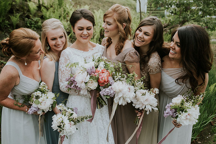new-hampshire-backyard-vintage-colorful-wedding-inspiration15