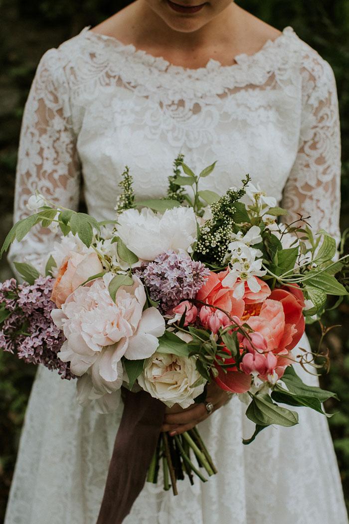 new-hampshire-backyard-vintage-colorful-wedding-inspiration16