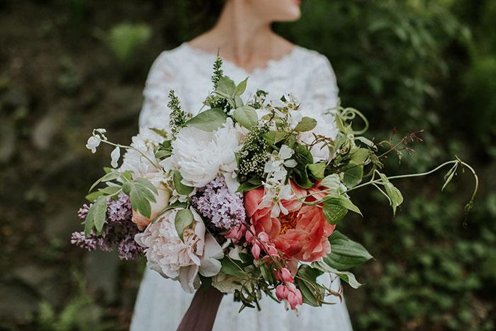 new-hampshire-backyard-vintage-colorful-wedding-inspiration18