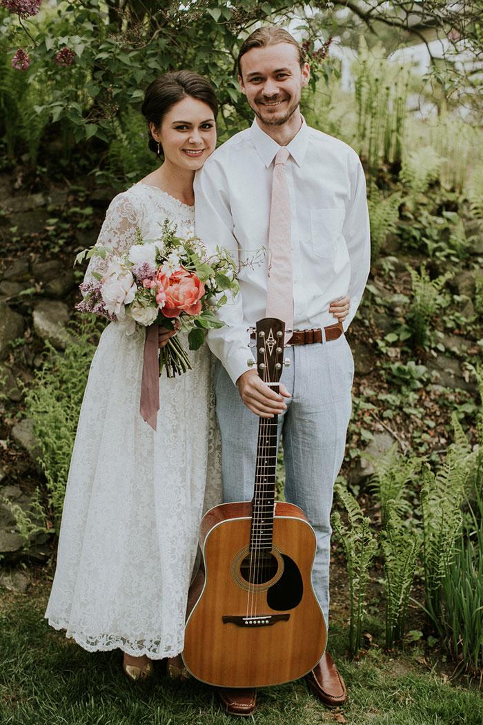 new-hampshire-backyard-vintage-colorful-wedding-inspiration19