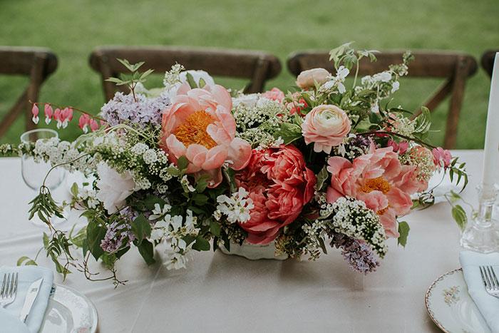 new-hampshire-backyard-vintage-colorful-wedding-inspiration22