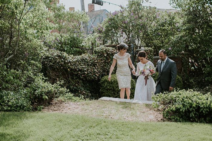 new-hampshire-backyard-vintage-colorful-wedding-inspiration29