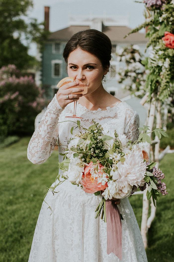 new-hampshire-backyard-vintage-colorful-wedding-inspiration38