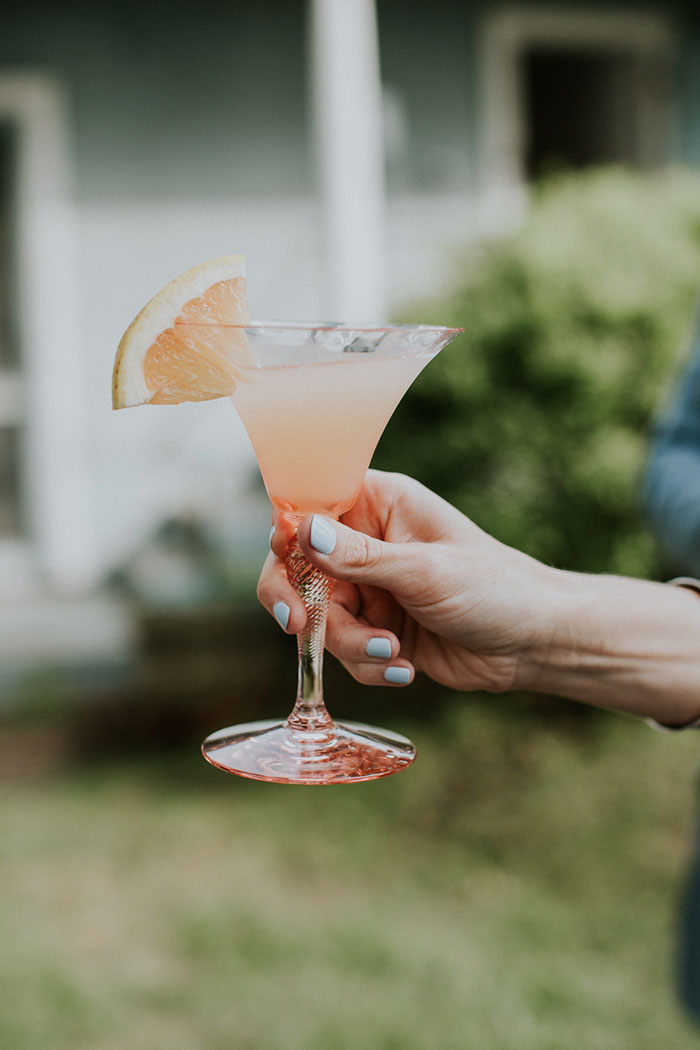 new-hampshire-backyard-vintage-colorful-wedding-inspiration41