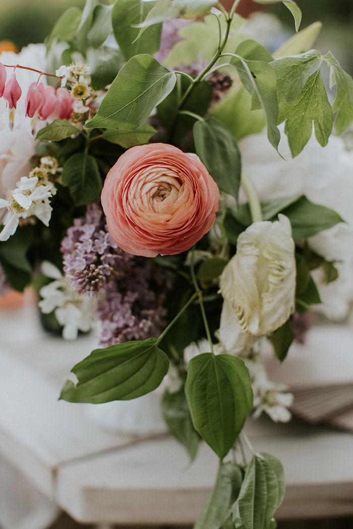 new-hampshire-backyard-vintage-colorful-wedding-inspiration42