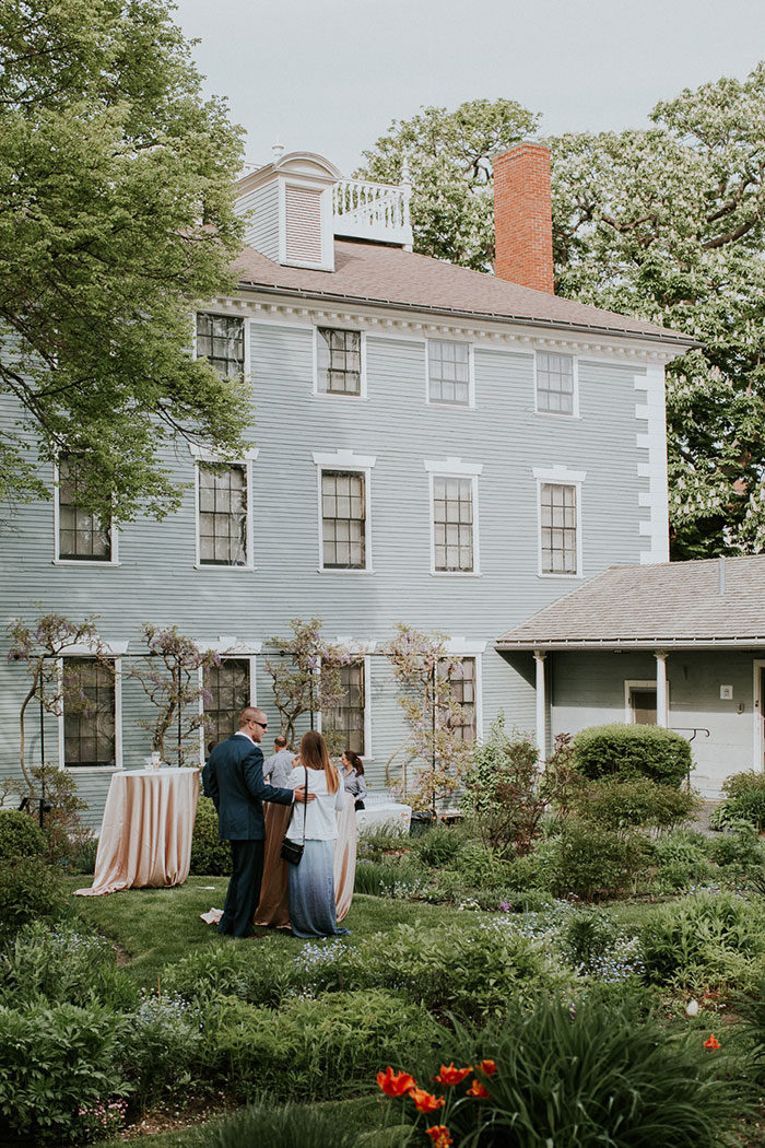 new-hampshire-backyard-vintage-colorful-wedding-inspiration44