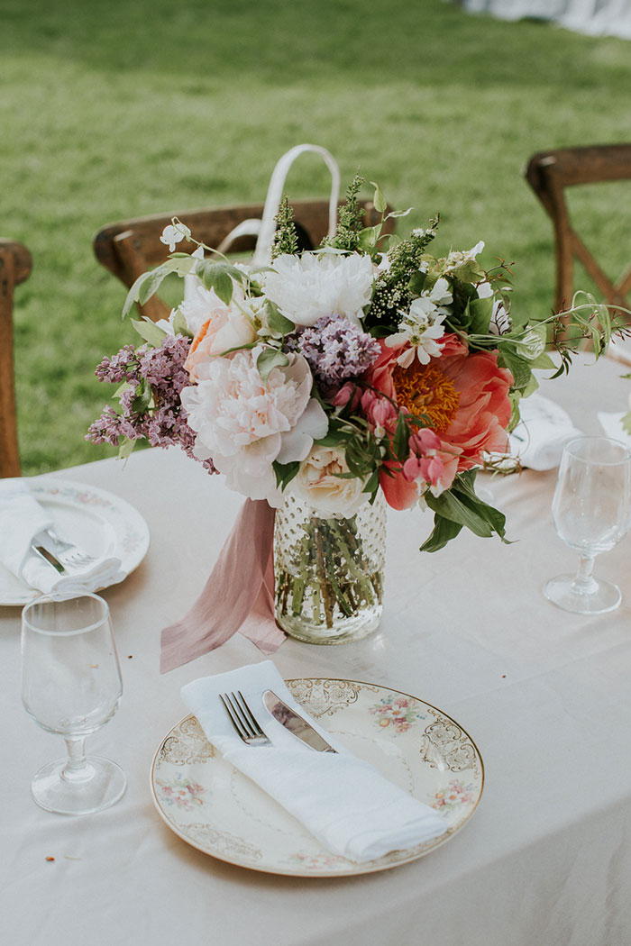 new-hampshire-backyard-vintage-colorful-wedding-inspiration45