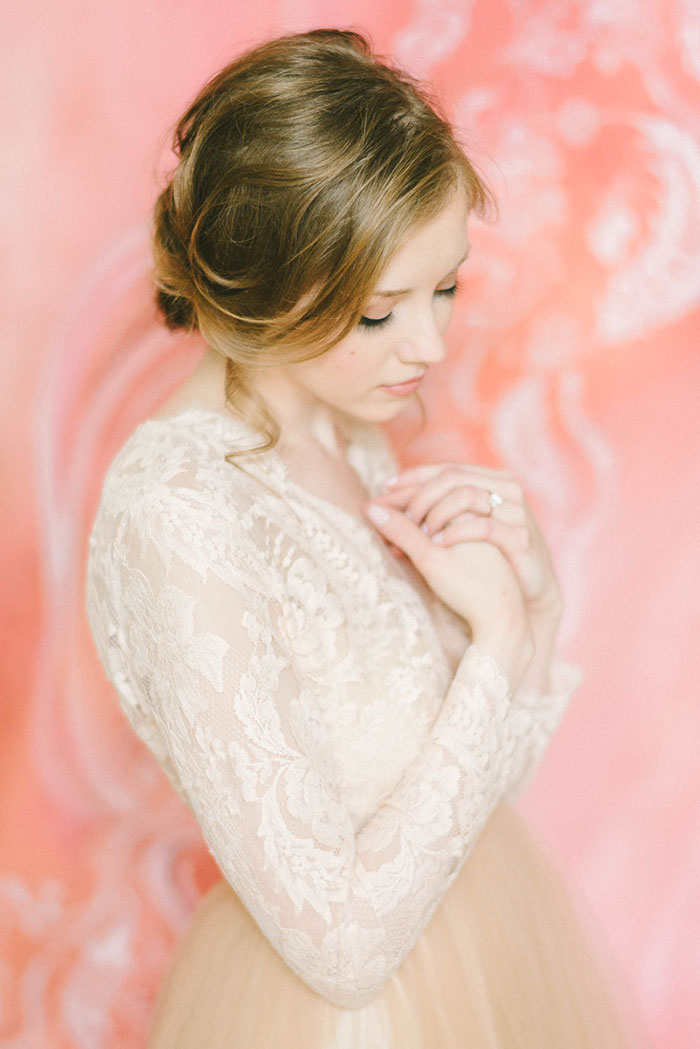 soft-blush-peach-feminie-tulle-inspiration-shoot11