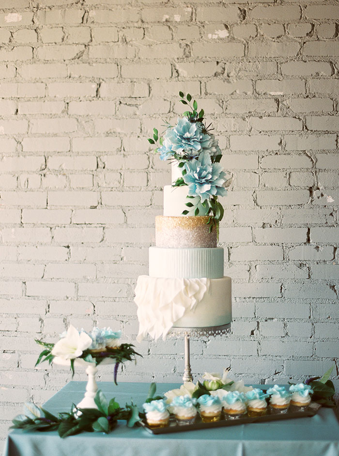 sweet-serenity-blue-floral-inspiration-shoot01