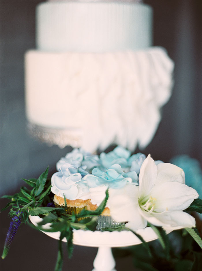 sweet-serenity-blue-floral-inspiration-shoot02