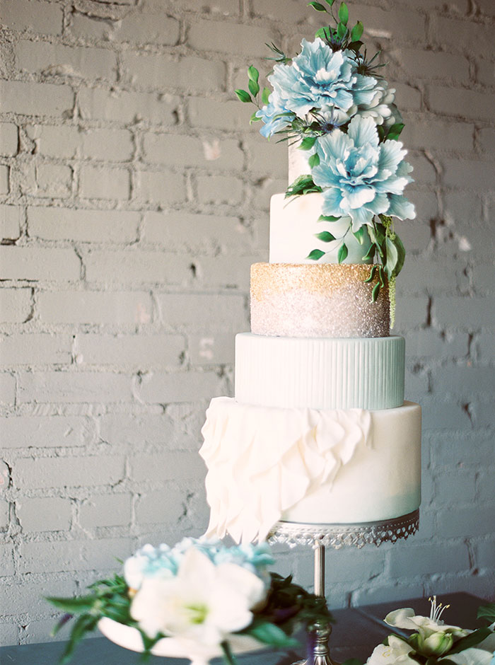 sweet-serenity-blue-floral-inspiration-shoot04
