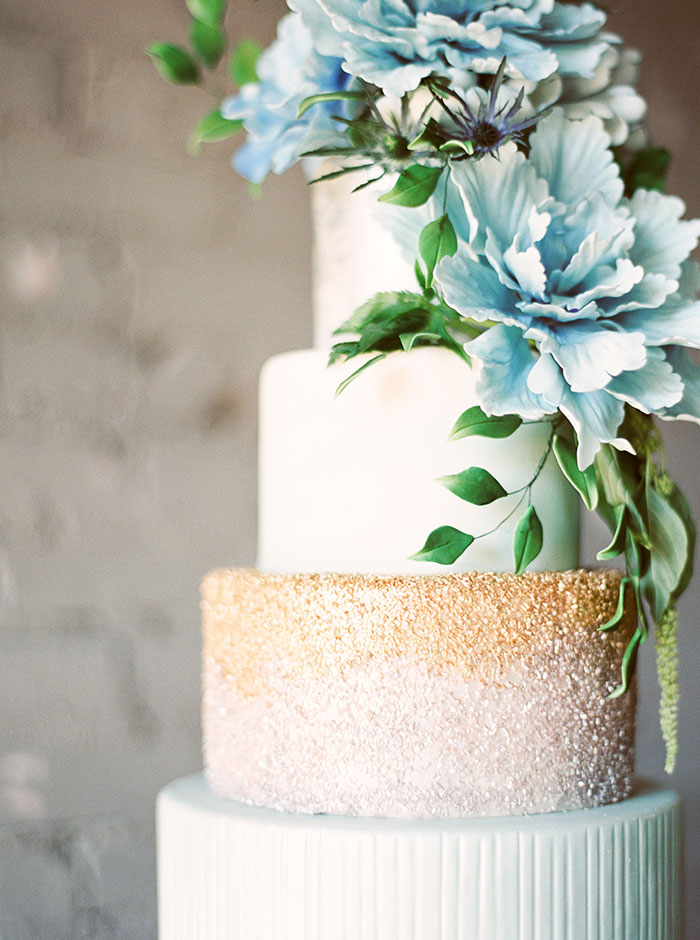sweet-serenity-blue-floral-inspiration-shoot06