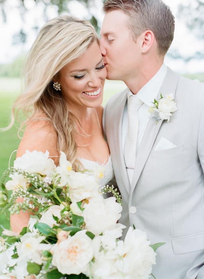 Houston-Oaks-Country-Club-white-romantic-wedding-inspiration09