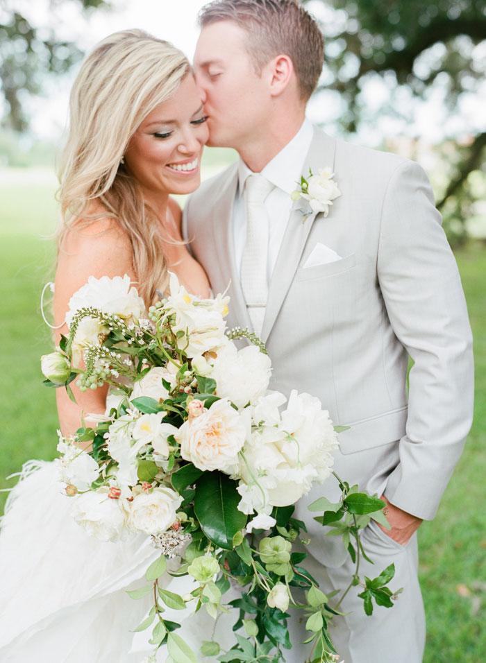Houston-Oaks-Country-Club-white-romantic-wedding-inspiration10