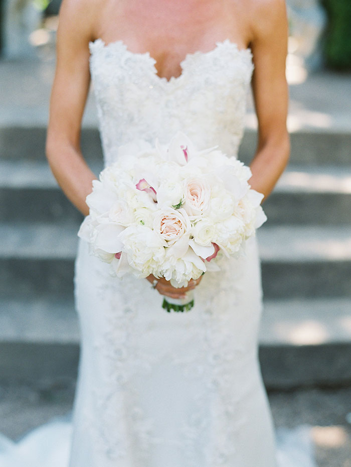 stonepine-estate-elegant-white-floral-wedding-inspiration06
