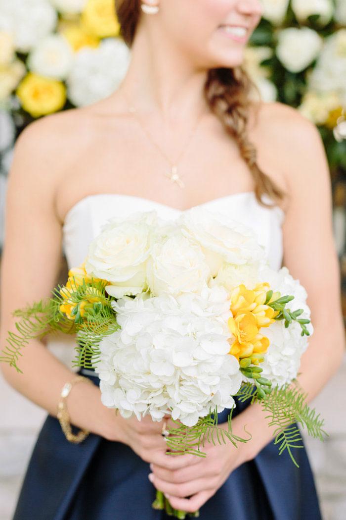 belle-mead-country-club-nashville-yellow-umbrella-wedding23