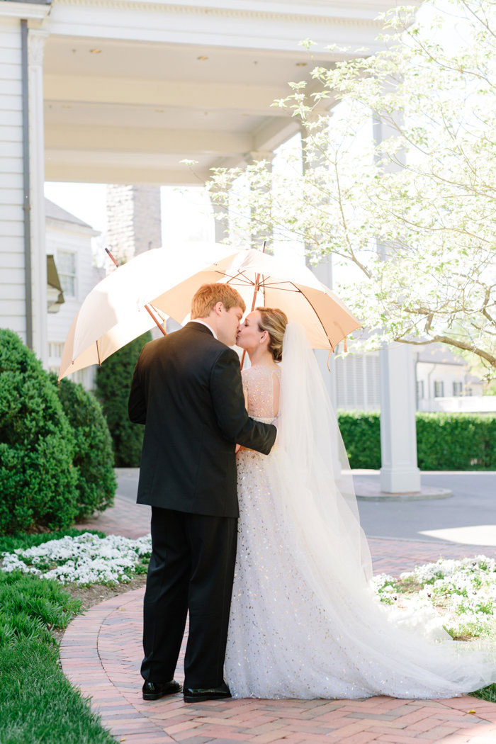belle-mead-country-club-nashville-yellow-umbrella-wedding28