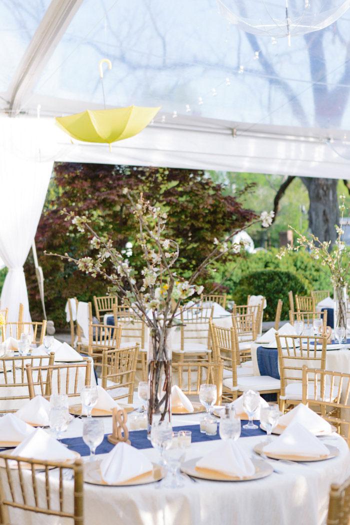 belle-mead-country-club-nashville-yellow-umbrella-wedding36