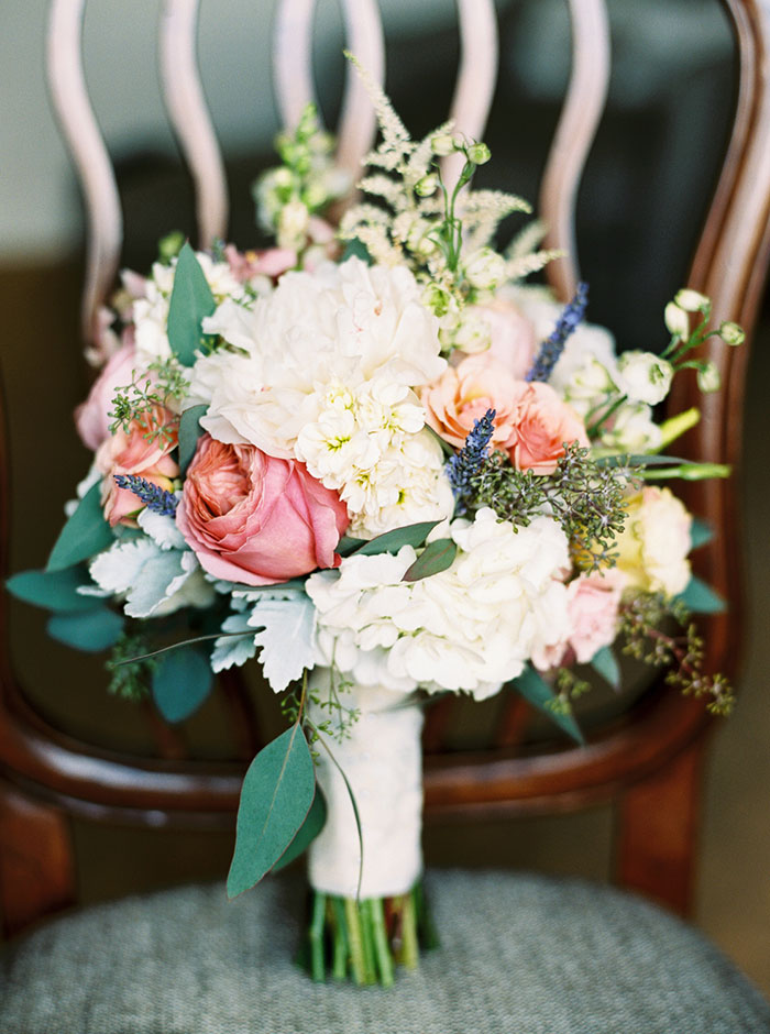biltmore-romantic-spring-floral-blue-vintage-car-wedding-inspiration03